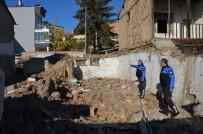 Merzifon'da Metruk Evler Yıkılıyor