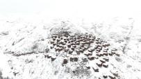Ahşap Evleri İle Ünlü Yaylanın Kar Manzarası Havandan Görüntülendi
