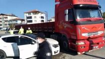 Suluova'da Tır İle Otomobil Çarpıştı Açıklaması 1 Yaralı