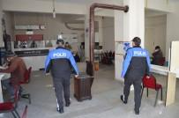 Polisler Korona Denetimi Yaptı