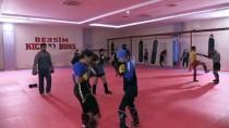 Tuncelili Kick Boksçular Milli Sporcu Olmak İçin Ringlerde Ter Döküyor