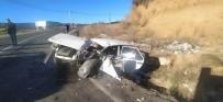Kamyon İle Otomobil Kafa Kafaya Çarpıştı Açıklaması 1 Yaralı