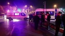 Adana'da İşçi Servisi İle Hafif Ticari Araç Çarpıştı Açıklaması 4 Yaralı