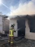 Burhaniye'de Metruk Evde Çıkan Yangın Söndürüldü