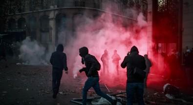 Fransa'da Merkez Bankası ateşe verildi