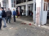 İş Yeri Sahibi İle Müşterinin Kavgasında 4 Kişi Yaralandı