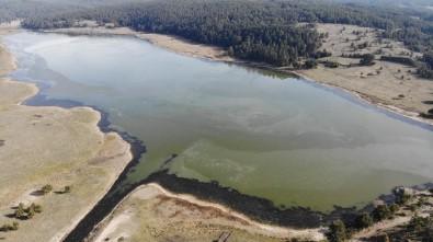 Bolu'da Aladağ Göleti'nin Yüzeyi Buz Tuttu