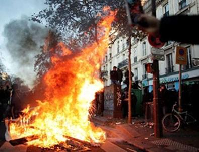 Macron geri adım atmak zorunda kaldı! Protesto edilen yasa tasarısının 24. maddesi geri çekildi