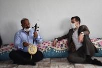 Mahallelerini Ziyaret Eden Kaymakam İçin Türkçe Ve Kürtçe Şarkı Söyledi