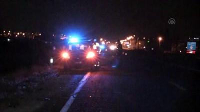 Niğde'de Hafif Ticari Araçla Otomobil Çarpıştı Açıklaması 2 Yaralı