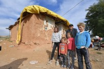 Isparta Belediyesi'nden Zor Şartlar Altında Yaşayan 7 Kişilik Aileye Yardım Eli