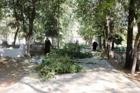 Akçakale'deki Mezarlıkta Çevre Düzenlemesi