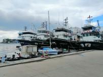 Balıkçı Tekneleri Erdek'e Sığındı