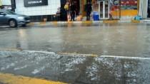 Ağrı'da Karla Karışık Yağmur Etkili Oldu
