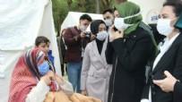 AŞIK VEYSEL - Deprem çadırındaki Trabzonlu ninenin Erdoğan sevdası: Gözleri şişmiş onun için Kur'an okuyorum