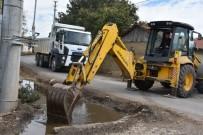 İnönü Kümbet Akpınar'daki Kanallara Bakım Yapıldı