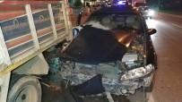 Otomobil Yolcu İndiren Kamyonete Çarptı Açıklaması 3 Yaralı