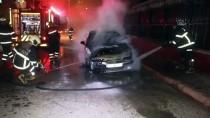 Adana'da Park Halindeki Otomobil Yandı