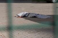 Annesinin Elinden Yakalamaya Çalıştığı Kız Çocuğu, 14. Kattan Düşerek Öldü