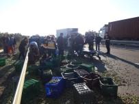 Gömeç'te Traktör İle Kamyonet Çarpıştı, Can Pazarı Yaşandı