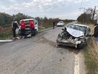 Burhaniye'de Trafik Kazası Açıklaması 4 Yaralı