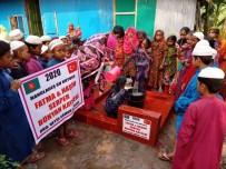 Bünyanlı Çift Bangladeş'te Su Kuyusu Açtırdı