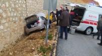 Karaman'da Kontrolden Çıkan Otomobil İstinat Duvarına Çarptı Açıklaması 5 Yaralı
