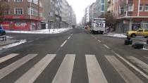 Kars'ta Araçlar Soğuktan Halı Ve Battaniyelerle Korunuyor