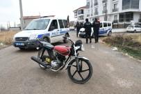 Kısıtlamaya Uymayan Genç Tescilsiz Motosikletle Yakalandı