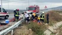 Manisa'da Otoyol Bariyerine Saplanan Otomobildeki 3 Kişi Yaralandı