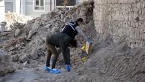 Karaman'da Yıkılan Metruk Binada Kafatası Ve Kemik Parçaları Bulundu