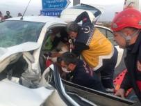 Otomobil Bariyerlere Çarptı Açıklaması 2 Yaralı