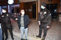 Kısıtlamaya Uymayan Maskesiz Alkollü Vatandaş Önce 'Çekme' Dedi, Sonra El Salladı