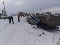 Sarıkamış'ta Kar Yağışı Beraberinde Kaza Getirdi