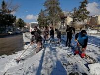 Belediye Ekiplerinden Karla Mücadele Çalışması