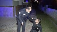Polisin Elini Tuttu, Ağlayarak Yalvardı Açıklaması 'Beni Babamın Mezarına Götürün'