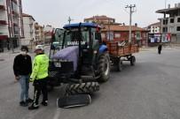 Traktör İle Otomobil Çarpıştı Açıklaması 4 Yaralı