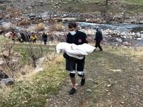 Şırnak'ta Araç Habur Çayına Uçtu, 3 Kişilik Aile Hayattan Koptu