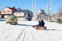 Yaylaya Yağan Kar Üzerinde Çocuklar Gibi Eğlendiler