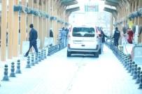 Tente Üzerinde İntihara Teşebbüs Eden Şahsı Polis İkna Etti