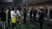 Futbol Oynarken Yakalanan Somalili Öğrenciler Yurda Götürüldü
