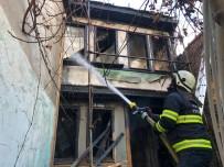 Ahşap Evde Çıkan Yangın Paniğe Neden Oldu