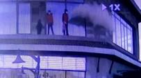 Yangın Tüpünü Sıkıp Oynayan Hırsızlık Şüphelisi Kameraya Yakalandı