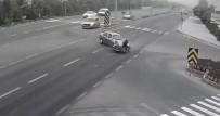 Otomobile Çarpan Motosiklet Sürücüsü Yerinden Kalkamadı