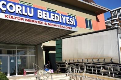 Çorlu'da Toplanan Yardım Malzemeleri Deprem Bölgesine Gönderildi