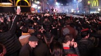 TEZAHÜRAT - Trabzonspor Taraftarları Fenerbahçe Galibiyetini Coşkuyla Kutladı
