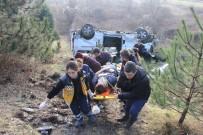 GÖKHAN ÖZEN - Yoldan Çıkan Minibüs Şarampole Yuvarlandı Açıklaması 9 Yaralı
