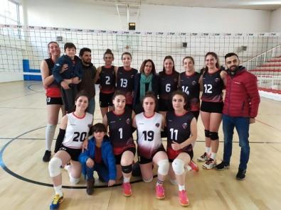 Van Büyükşehir Belediyesi Voleybol Takımı Mardin'den 3 Puanla Döndü