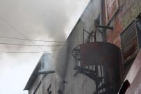 TÜP PATLAMASI - Bayrampaşa'da İplik Fabrikasına Yangın Çıktı, İtfaiye Eri Yaralandı