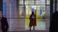 YıLDıRıM BEYAZıT - Bursa'da 24 Okul Yıkılıyor...Öğrenciler Bugün Son Kez Yıkılacak Okullarına Gitti